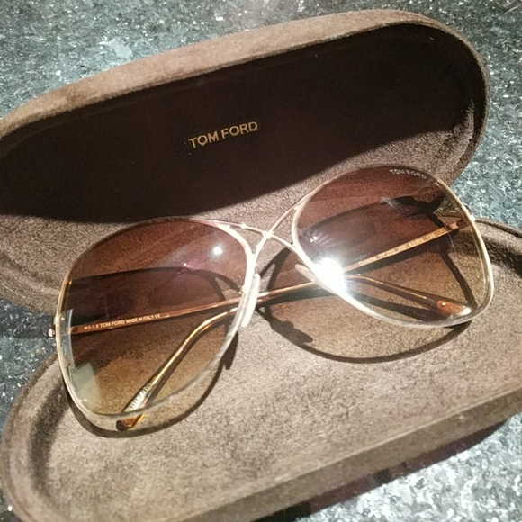 59b7f729bd1 TOM FORD Colette Butterfly Sunglasses Rose Gold. M 5b6d217203087c47965ab9d1